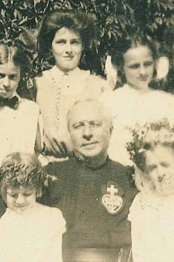 Scanlan Sister with Family and Priest
